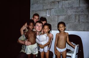 Avec les enfants de mes amis seychellois
